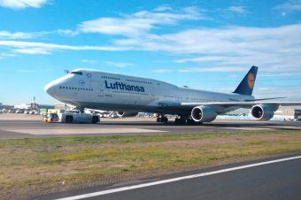 15 Tips for Long Haul Flights: Avoid Jet Lag & Stay Comfortable
